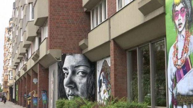 برلين تستضيف أول معرض في العالم لفن الرسم على الجدران (غرافيتي)