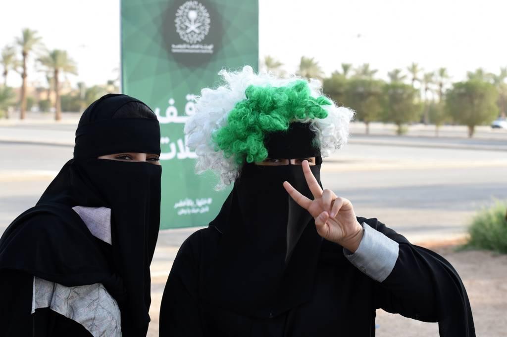 النساء السعوديات يدخلن ملعباً رياضياً للمرة الأولى