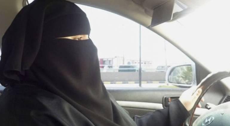 السعودية تسمح للمرأة بقيادة السيارة