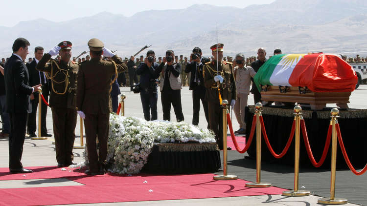 انسحاب نواب من مراسم تشييع طالباني احتجاجا على لف الجثمان بعلم كردستان