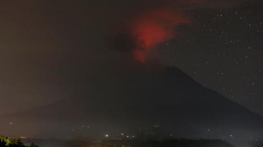 بركان جزيرة بالي الإندنوسية ينفث رماده بارتفاع 3 ألاف متر