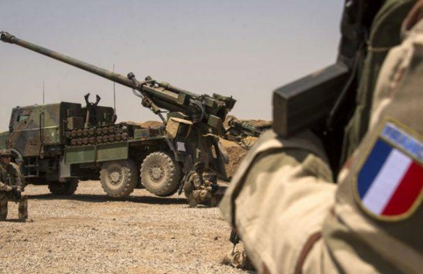 الجيش الفرنسي ينشر بطاريات مدفعية على الحدود السورية العراقية..