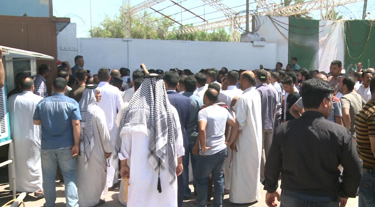 وقفة احتجاجية لأهالي ثلاثة كربلائيين مختطفين على طريق بغداد كركوك للمطالبة بإنقاذهم