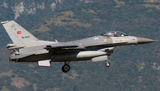 طائرات حربية تركية تهاجم مواقع العمال الكردستاني شمال دهوك