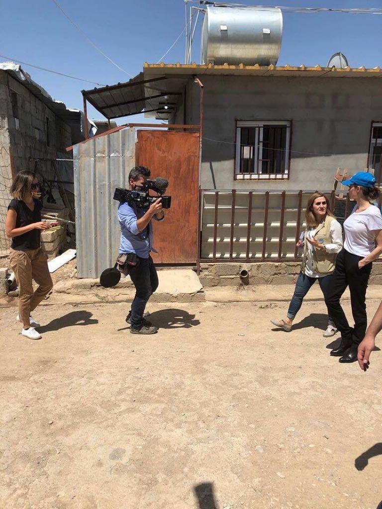 جولي في دهوك لتقديم المساعدات بمخيمات النازحين