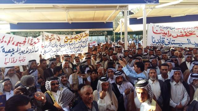 عشائر كربلاء تنظم وقفة بين الحرمين لمساندة مطالب متظاهري المحافظات كافة