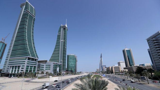 البحرين تعلق إصدار تأشيرات للمواطنين القطريين