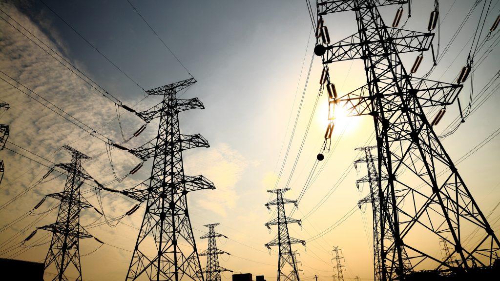 واشنطن تستثني العراق من العقوبات الايرانية وتسمح له بشراء كهرباء