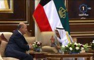 امير الكويت  يستقبل الرئيس العراقي لحظة وصوله البلاد