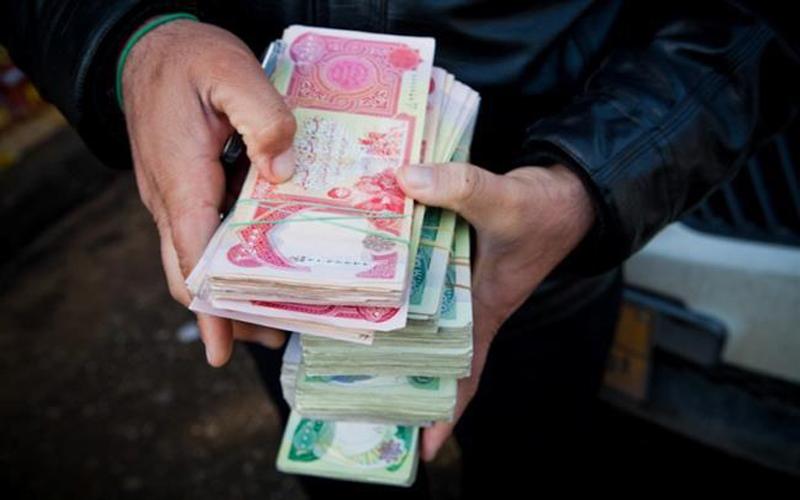 المالية النيابية: رواتب الموظفين خط احمر ولم يطرأ عليها أي تخفيض