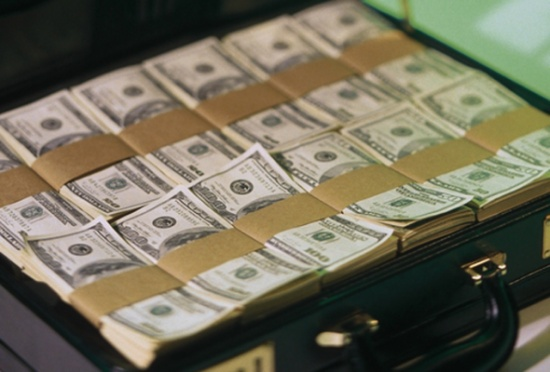 الدولار يحافظ على مكسبه