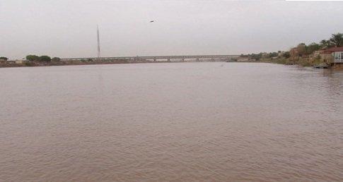 المباشرة بوضع سواتر ترابية على ضفاف نهري دجلة وديالى