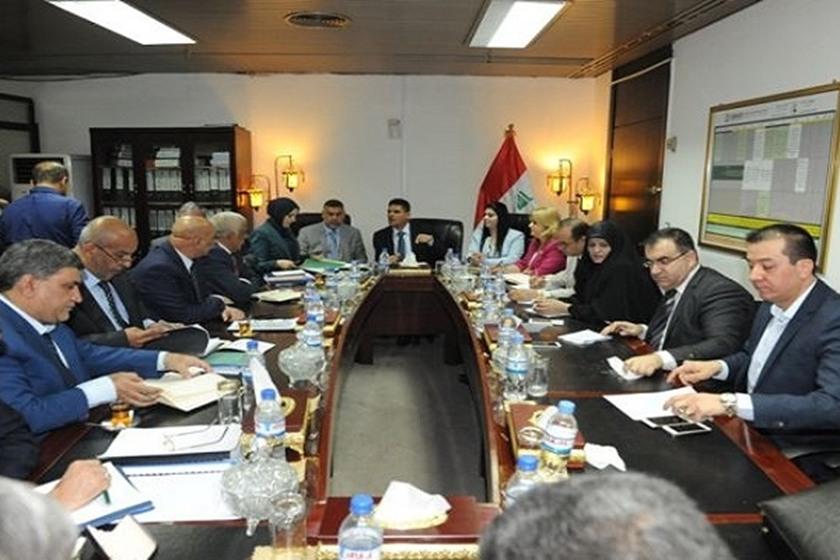 الخدمات النيابية تهدد باستجواب وزير الاتصالات اذا لم يتحسن الانترنت
