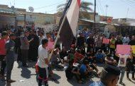 العشرات يتظاهرون في ذي قار حاملين ثلاثة مطالب