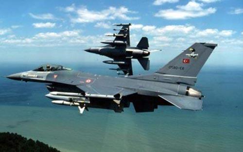 الطيران التركي يشن غارات على مواقع PKK شمالي العراق