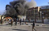 بالصور.. محتجون يضرمون النار بمبنى ديوان محافظة ذي قار