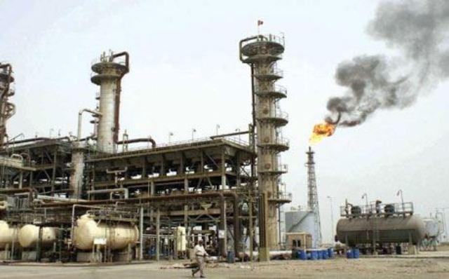 بالصور.. ضبط وكر لتهريب النفط من مصفى الدورة عبر منزل جنوبي بغداد